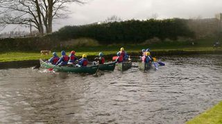 U10 Tour canoe activity
